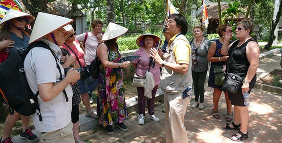 Cần cân nhắc đề xuất thu thuế du khách để quảng bá du lịch