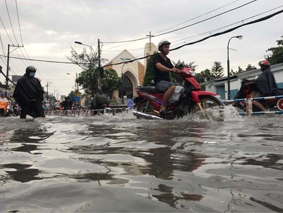 Việc giải quyết tình trạng mưa là ngập đang thiếu những giải pháp căn cơ