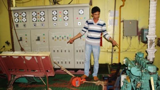 Tàu vỏ sắt của ngư dân do Công ty Nam Triệu đóng bị hỏng một lần 2 máy chính khi mới hạ thủy ra khơi đánh bắt