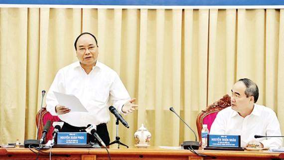 Thủ tướng Nguyễn Xuân Phúc phát biểu trong buổi làm việc với TPHCM