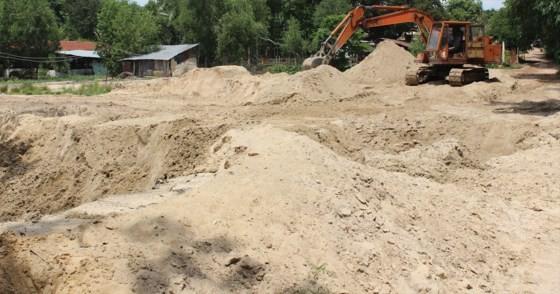 Giá cát nhiều nơi tăng gấp 2-3 lần khiến nhiều công trình hạ tầng giao thông bị ảnh hưởng nghiêm trọng
