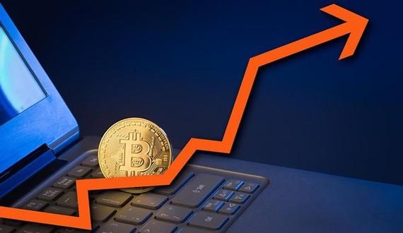 Giá bitcoin tăng cao kỷ lục, lần đầu vượt mốc 7.000 USD