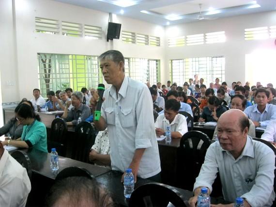 Ông Nguyễn Văn Nhứt phản ánh vụ việc với các đại biểu HĐND TP.