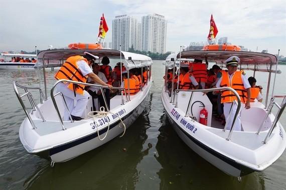 Doanh nghiệp du lịch đường thủy kêu than vì thiếu bến bãi neo đậu