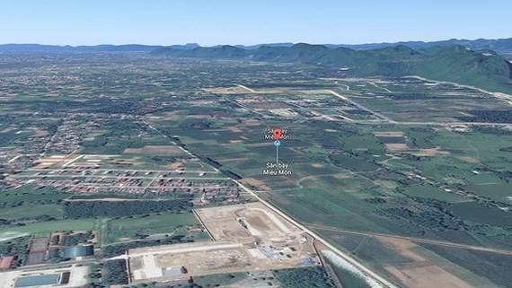 Đất sân bay Miếu Môn của Bộ Quốc phòng đang bị lấn chiếm. Ảnh: GOOGLE MAPS