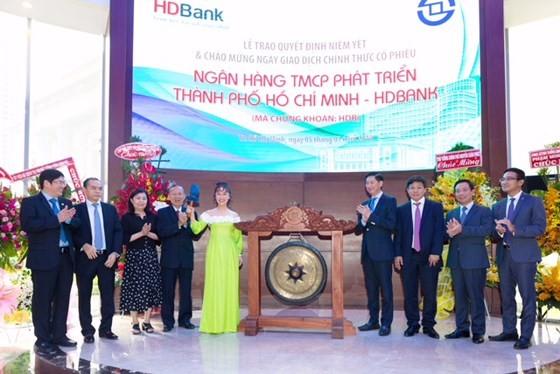 HDBank lên sàn, giá tăng gần kịch trần