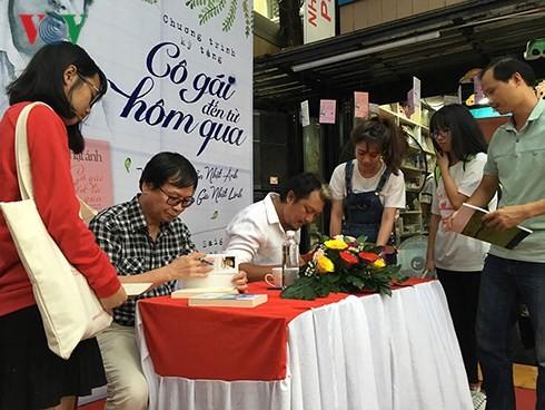 Những buổi ra mắt sách của nhà văn Nguyễn Nhật Ánh trên Đường sách TPHCM đã thu hút đông đảo học sinh sinh viên