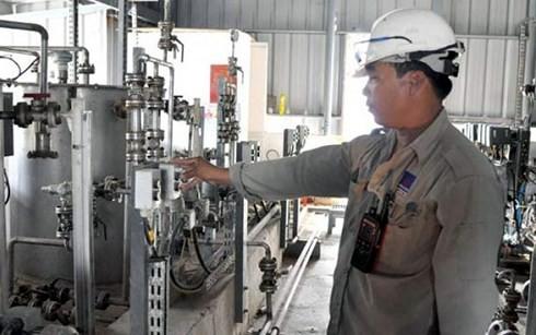 Giá nguyên liệu Ethanol ảnh hưởng rất lớn đến giá thành xăng E5RON92.