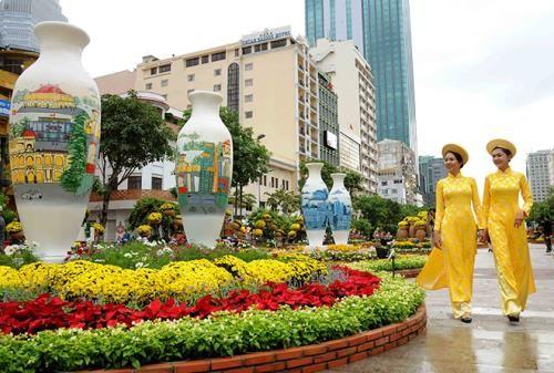 Cấm lưu thông trên đường Nguyễn Huệ
