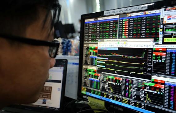 Chứng khoán tiếp tục đỏ lửa, VN Index đánh mất mốc 1.000 điểm