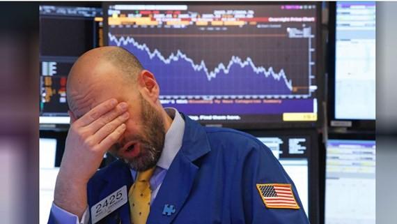 Sắc đỏ tràn ngập thị trường chứng khoán Mỹ và châu Á