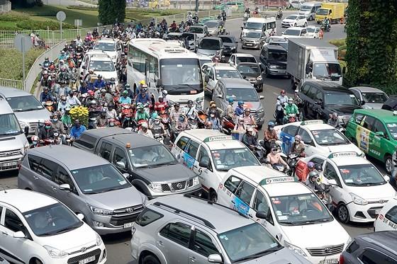 Kẹt xe ở đường Trường Sơn, quận Tân Bình, TPHCM