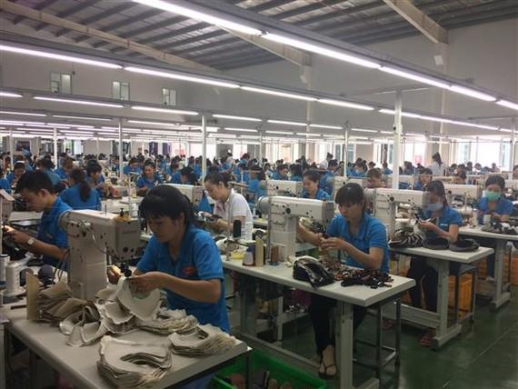 Da giày là một trong những nhóm hàng có kim ngạch xuất khẩu tỷ USD tháng đầu năm. Ảnh: Nguyễn Thị Huế