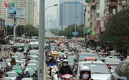 Hà Nội đang chịu sức ép quá tải về hạ tầng đô thị.
