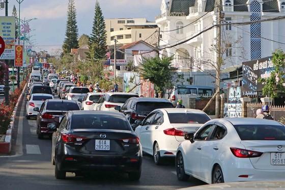 Lượng khách du lịch đổ về Đà Lạt tăng mạnh