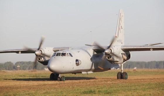 Một chiếc máy bay vận tải quân sự của Nga An-26 trên đường băng của sân bay Shagol ở khu vực Chelyabinsk, Nga, ngày 22-8-2016. Ảnh: REUTERS