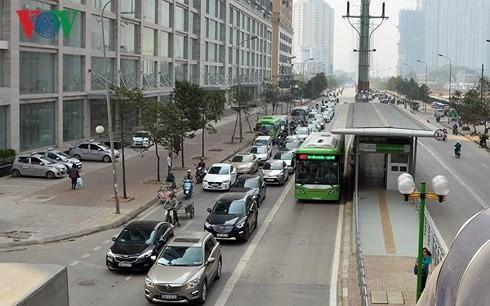 Trung tâm Quản lý và điều hành giao thông đô thị đề xuất thành phố Hà Nội cho phép xe buýt thường dùng chung làn với xe BRT