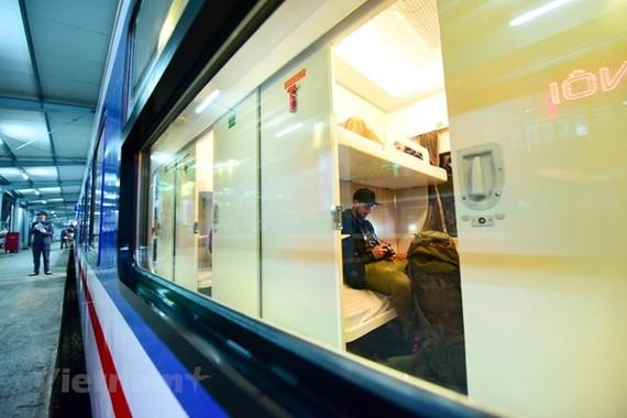 Ngành đường sắt sẽ lập thêm nhiều đoàn tàu để đáp ứng nhu cầu đi lại dịp nghỉ lễ 30/4 tới. (Ảnh: Minh Sơn/Vietnam+)