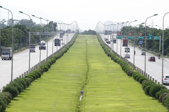 Đại lộ Thăng Long sẽ được phân lại làn đường hướng gần trung tâm Hà Nội - Ảnh: NAM TRẦN