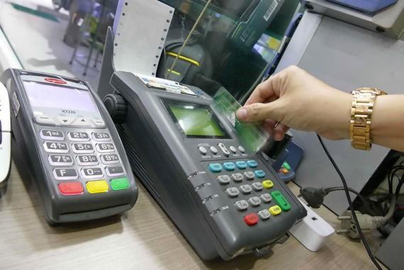 Nhiều ngân hàng thay đổi biểu phí dịch vụ áp dụng cho khách hàng cá nhân