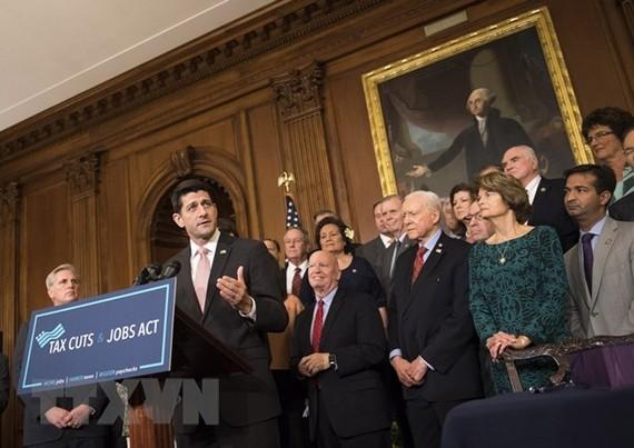 Chủ tịch Hạ viện Mỹ Paul Ryan (thứ 2, trái) phát biểu tại Washington DC. (Nguồn: UPI/Yonhap/TTXVN)