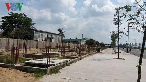 Nhiều hạng mục của công trình xây dựng Dự án Khu dân cư dọc sông Tiền – Thành phố Mỹ Tho đang ngưng thi công.