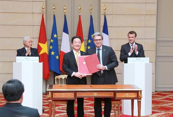 Tập đoàn T&T và Tập đoàn Bouygue ký kết thỏa thuận hợp tác về Dự án Đường sắt đô thị số 3 và Dự án Nâng cấp mở rộng Sân vận động Hàng Đẫy.