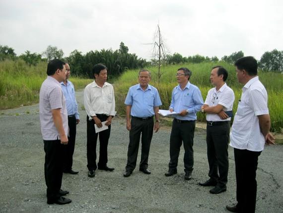 Lãnh đạo Sở TN-MT TP và huyện Nhà Bè khảo sát các dự án chậm triển khai.