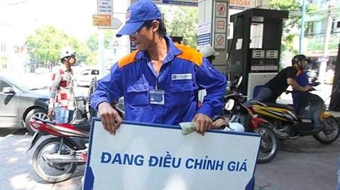 Bộ Tài chính quyết tăng thuế BVMT với xăng dầu lên kịch khung (Ảnh minh họa: KT)