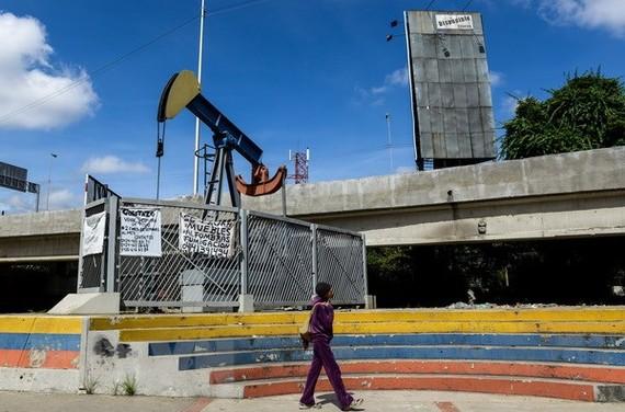 Một cơ sở khai thác dầu tại Caracas, Venezuela. (Nguồn: AFP/TTXVN)