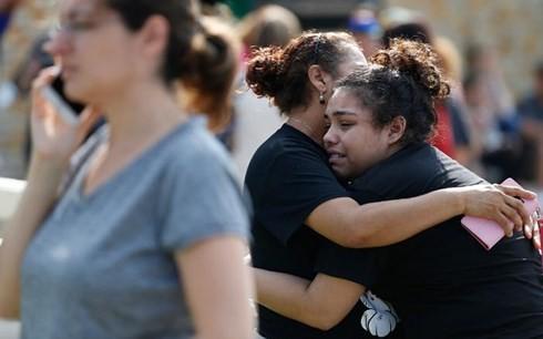 Hoảng loạn sau vụ xả súng (Ảnh: CNN)