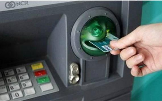 Cấm dùng giấy tờ giả mở thẻ ATM