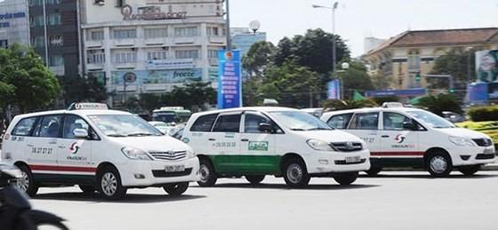 Số lượng xe 9 chỗ trở xuống tham gia kinh doanh vận tải hành khách theo hợp đồng tại TPHCM tăng rất nhanh qua từng năm. Ảnh: PHẠM CAO MINH
