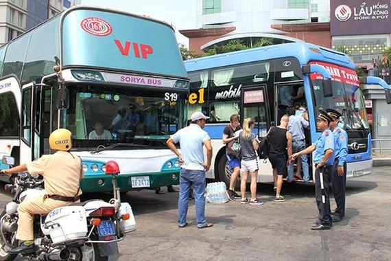 Yêu cầu TPHCM, Hà Nội tăng cường xử lý xe khách vi phạm
