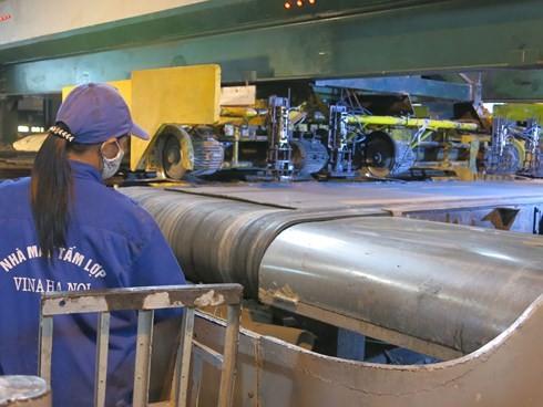 Hiện nay, nhiều nhà máy sản xuất tấm lợp giảm mạnh sản lượng.