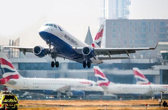 Nhiều hãng hàng không khởi kiện Pháp do các vụ đình công
