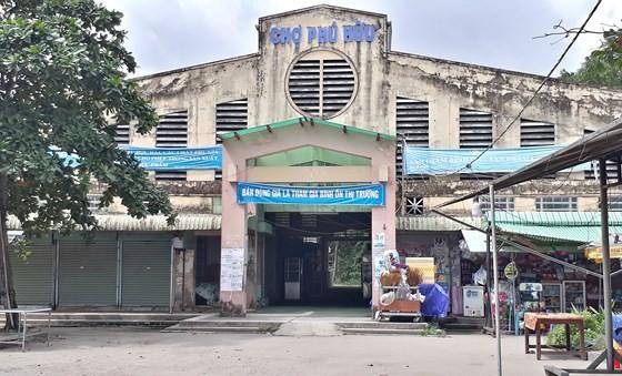 Chợ Phú Hữu không còn tiểu thương kinh doanh trong nhà lồng