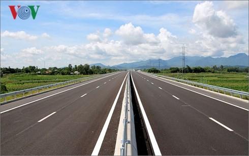 Nhiều dự án giao thông chậm tiến độ do vướng giải phóng mặt bằng