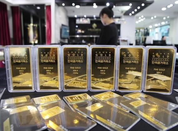 Giá vàng tại châu Á bật tăng trở lại sau khi xuống đáy của 19 tháng