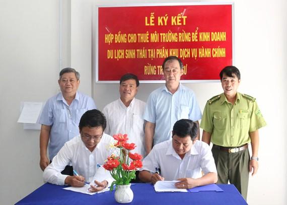 An Giang Tourimex ký kết hợp đồng với  Ban Quản lý rừng phòng hộ, đặc dụng tỉnh An Giang về việc thuê phân khu dịch vụ hành chính rừng tràm Trà Sư