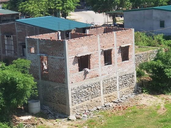 Hàng loạt nhà xây trái phép ở Phong Nha-Kẻ Bàng, Chủ tịch UBND xã Sơn Trạch không chịu giải quyết đúng pháp luật.