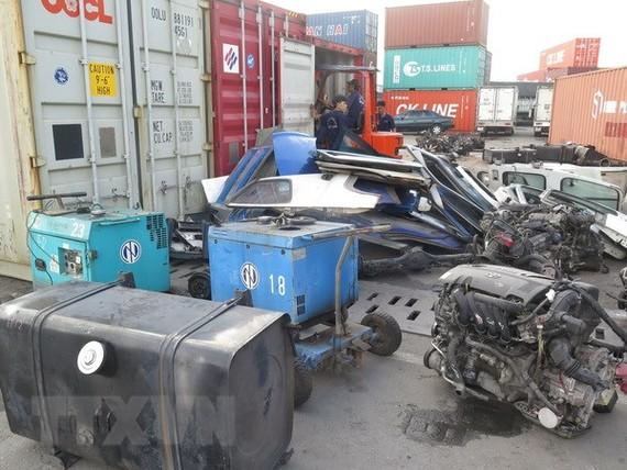 Hàng phế liệu nhập về cảng Cát Lái. (Ảnh tư liệu: Hoàng Hải/TTXVN)