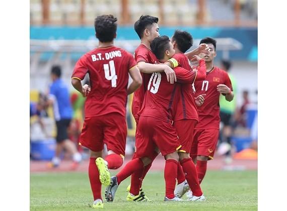Các cầu thủ Olympic Việt Nam trong trận thắng Olympic Bahrain. Ảnh: DŨNG PHƯƠNG