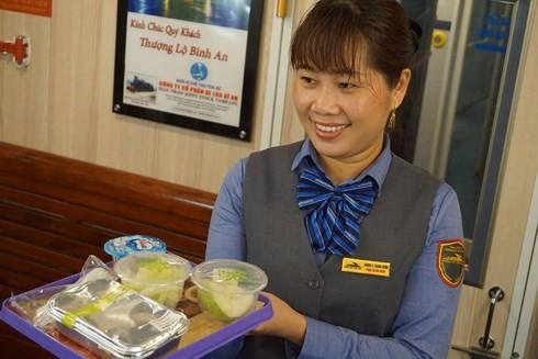 Thái độ phục vụ của nhân viên chu đáo hơn, tiệm cận tiêu chuẩn phục vụ hàng không.