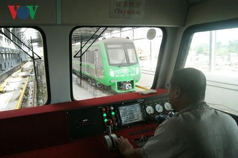 Tàu chạy thử trên tuyến Cát Linh - Hà Đông.