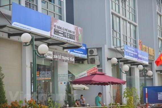 Mô hình biển quảng cáo kiểu mẫu rập khuôn đã từng bị chê trách và bộc lộ nhiều bất cập về thẩm mỹ (Nguồn: Minh Sơn/Vietnam+)