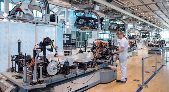 Xe điện đang được lắp ráp tại Dresden, Đức.