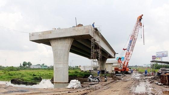 Điểm đầu của cao tốc Trung Lương - Mỹ Thuận tại nút giao thông Thân Cửu Nghĩa (Tiền Giang). Ảnh: TUẤN QUANG
