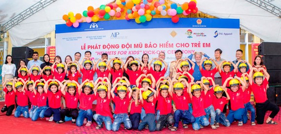 """Lần đầu tiên triển khai dự án """"Mũ bảo hiểm cho trẻ em"""" tại Vĩnh Phúc."""