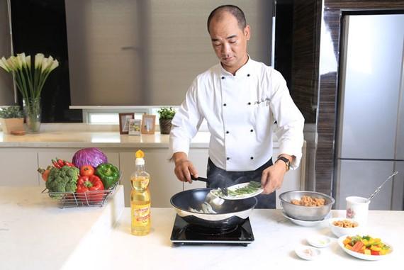 Siêu đầu bếp Tuấn Hải- Giám khảo MasterChef Việt Nam sử dụng Dầu ăn cao cấp Ranee để chế biến những món ăn ngon